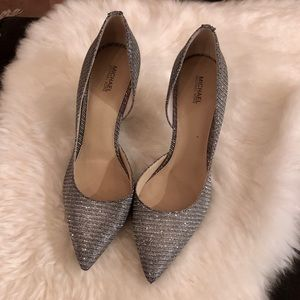 💥 BRAND NEW Michael Kors Silver heels